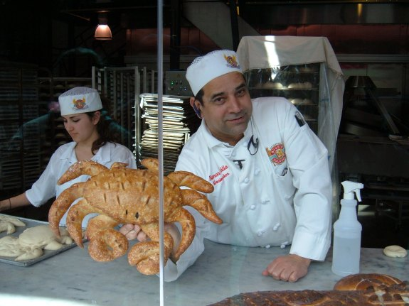 Boudin_Bakery,_Fisherman's_Wharf_baker_showing_off_crab_1